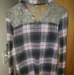 Mudd Tops - Gray flannel with lace